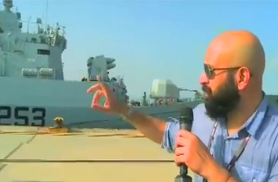 巴铁最强战舰停靠在瓜达尔港