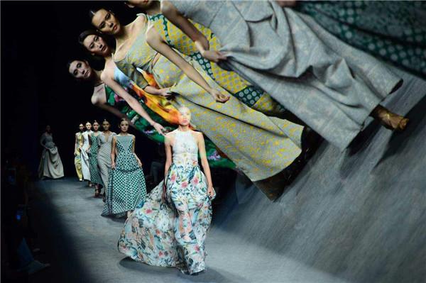 中国设计亟待自己的时装语言|中国著名设计大师何建华