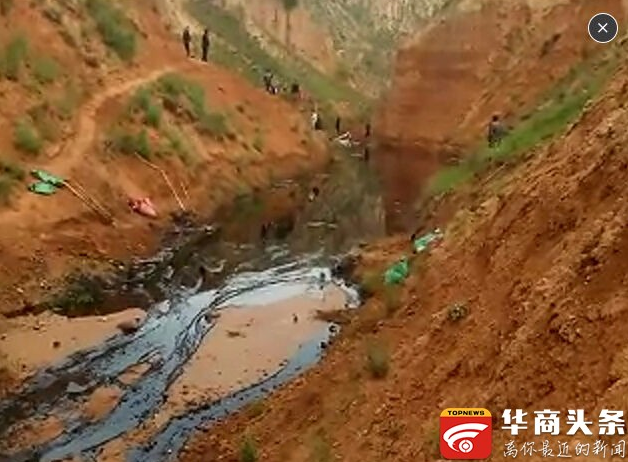 陕西一集油站大量原油泄露 近百人参与抢险