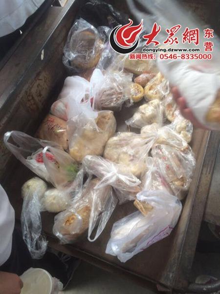 网曝山东一所中学没收学生外带早餐 扔垃圾车上(图)