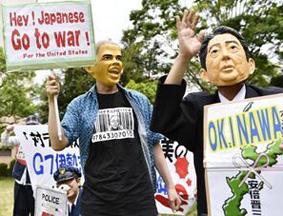民众戴奥巴马与安倍面具抗议两国安全政策