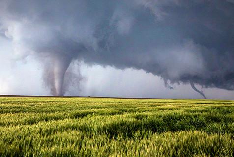 美摄影师惊喜捕获龙卷风触地奇观