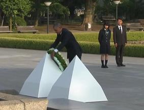 奥巴马访广岛 和平公园献花默哀