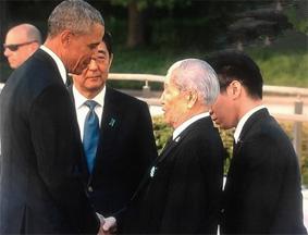 奥巴马与核爆幸存者握手