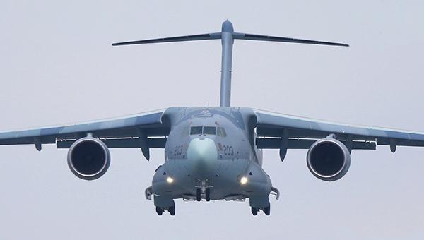日本C2大型运输机03机试飞