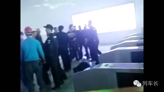 湖南乘客高铁票过期乘车被拒 找80人围殴客运员