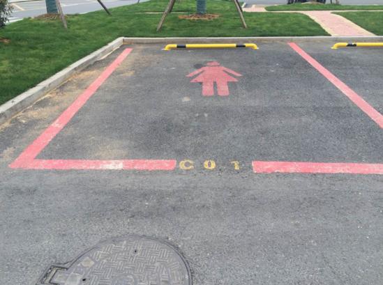 杭州现女司机专用停车位 粉色标识面积更大(图)