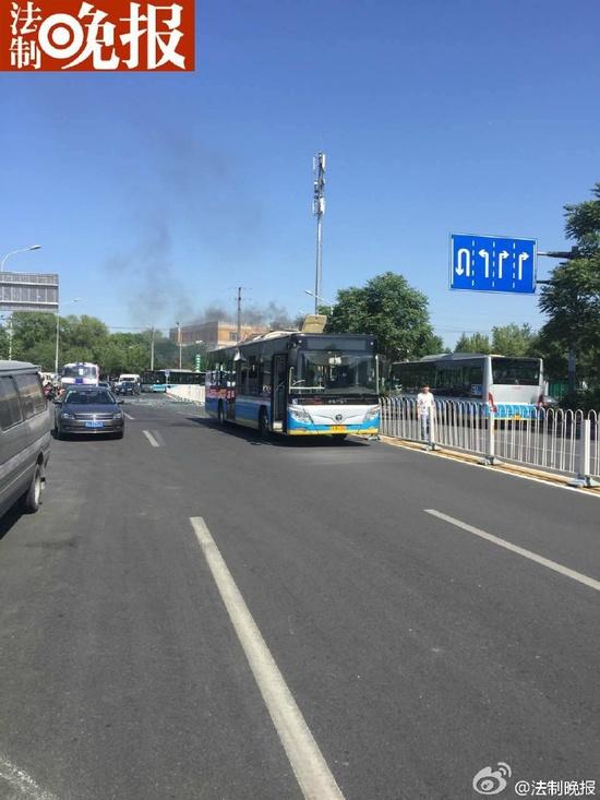 北京一公交车发生爆炸 未造成人员伤亡(图)