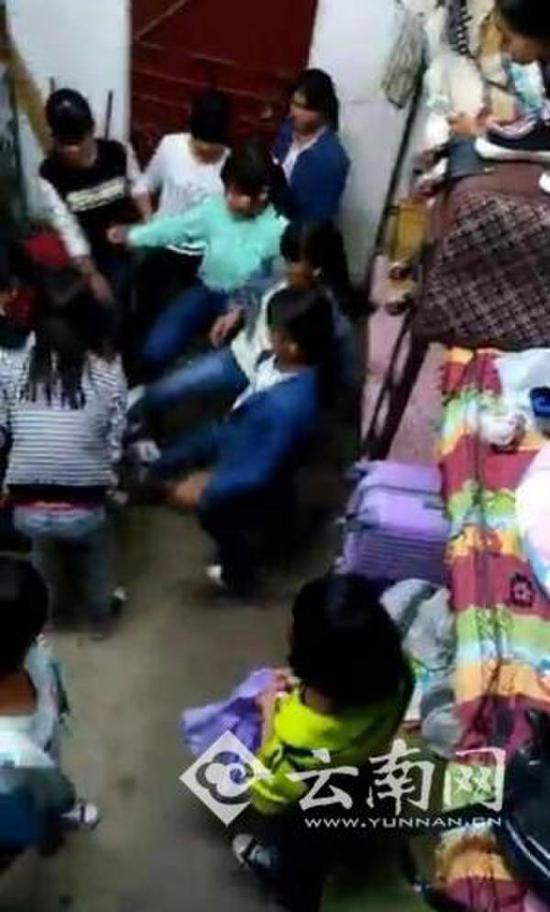 云南被10人围殴女生已回校上课 双方已达成协议