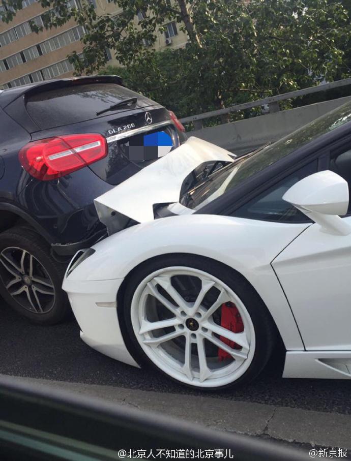网红驾兰博基尼追尾 造成三车事故