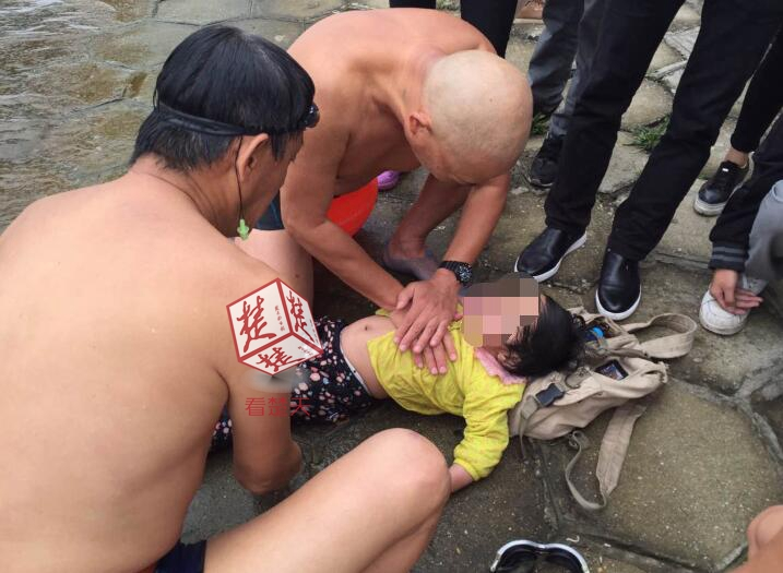 武汉一女子将2岁女儿抛入长江后跳桥