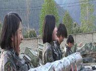 铿锵玫瑰!西藏女兵水中苦练
