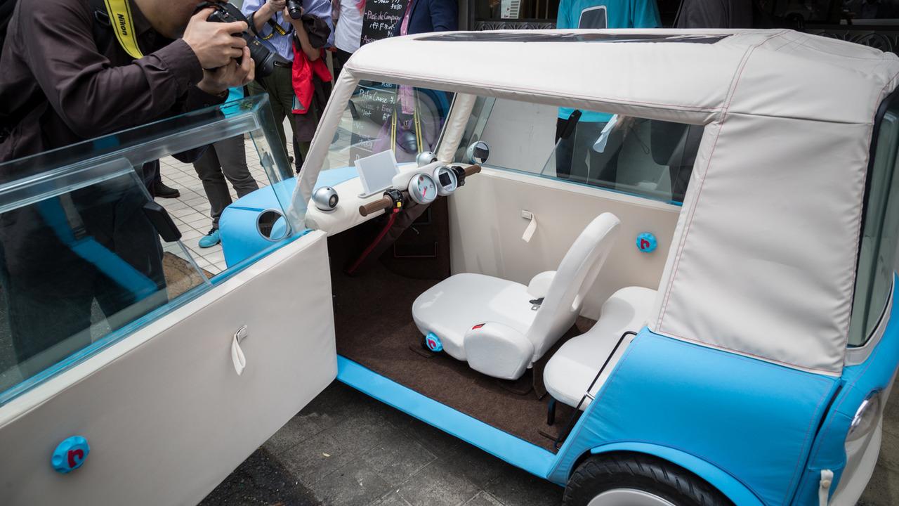 布涤纶材质微型电动车 2017年中旬上市高清图片