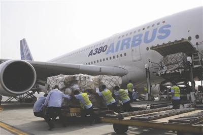 少年潜入飞机偷渡迪拜欲乞讨 涉事机场调查