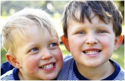 科学家研究证实塑料瓶对儿童牙齿有害