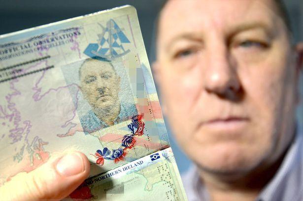 心塞!英国一男子护照照片酷似希特勒