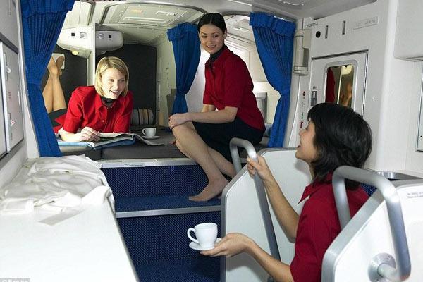 揭空姐空少如何休息:飞机上有隐身卧室