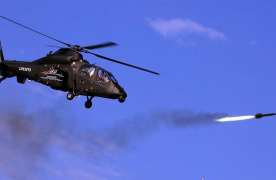 实拍武装直升机发射导弹瞬间
