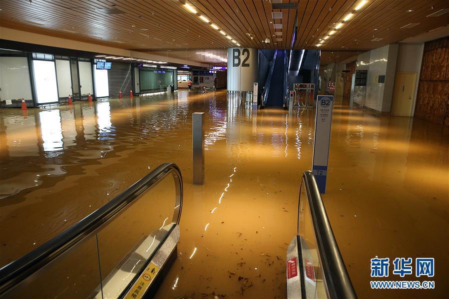 台湾桃园机场因暴雨严重积水