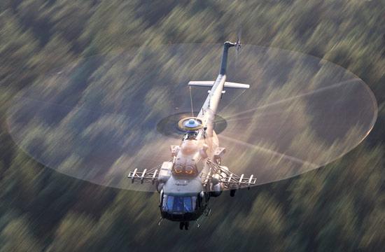 """实拍直升机螺旋桨""""画圈圈"""""""