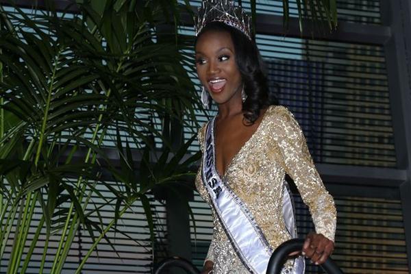 26岁非洲裔女军官获2016美国小姐桂冠