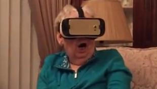 老太太看VR版《侏罗纪公园》:太逼真拼命挣扎