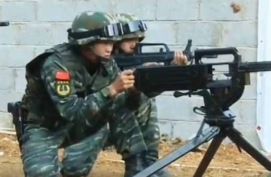 武警训练动用自动榴弹发射器