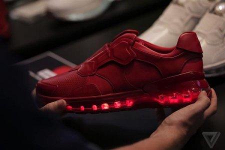 联想发布智能跑鞋 可监测用户健康控制手机游戏