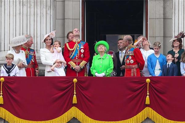 英女王90岁生日庆典在伦敦举行