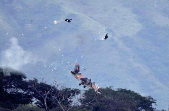 生死一刻:战机飞行员弹射瞬间