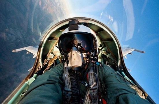 帅你一脸 战斗机飞行员自拍