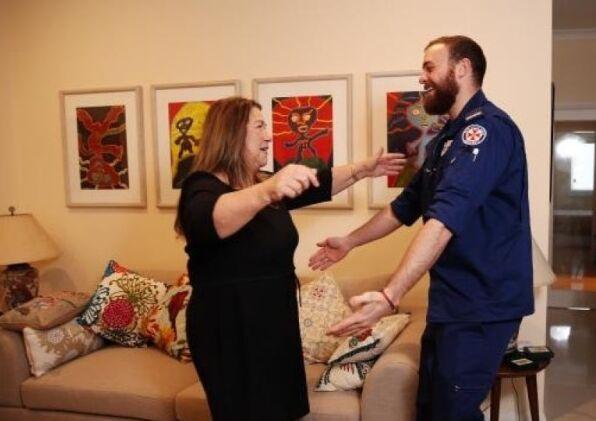 心肺复苏神器1分钟按压100下 救悉尼妇女一命