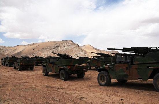 解放军大批速射迫击炮高原列阵