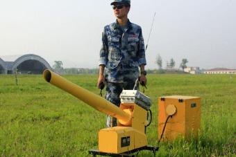 """中国空军各类驱鸟""""神器""""展示"""