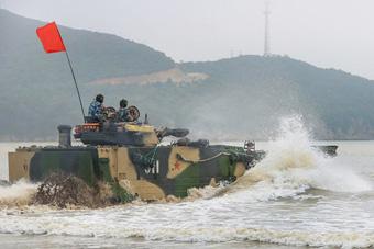 第1集团军两栖战车练长航登陆