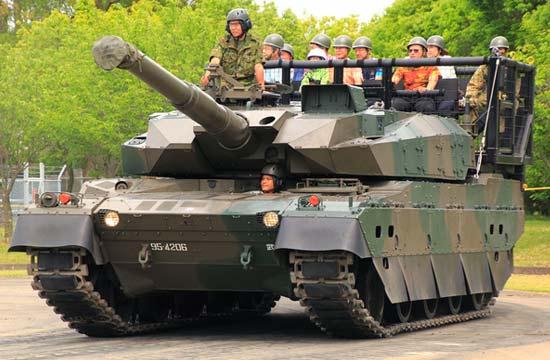 日本最强10式坦克变成观光车