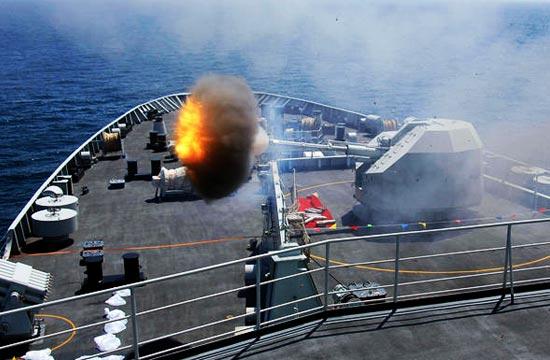 海军万吨巨舰在南海实弹演练