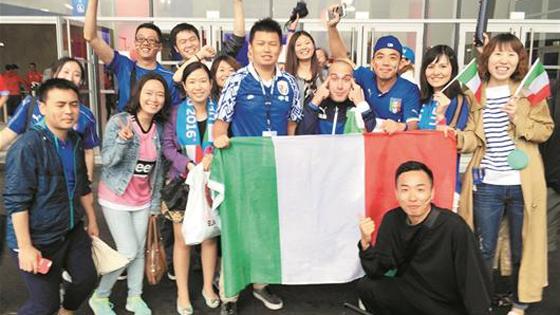 中国球迷赴法国看欧洲杯:难舍蓝色情怀!