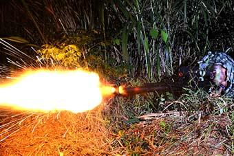 10式狙击枪打出火焰喷射器感觉