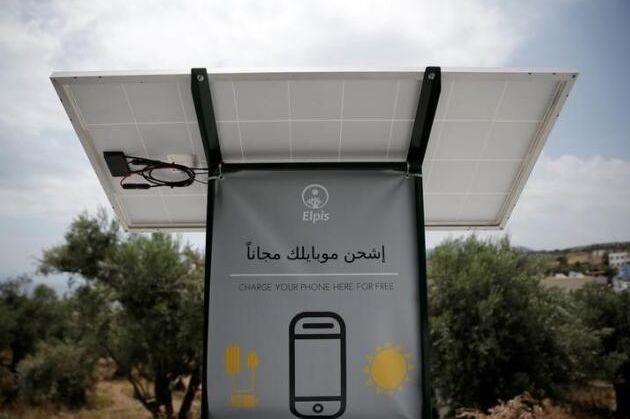 爱丁堡学生为希腊难民设计太阳能手机充电站