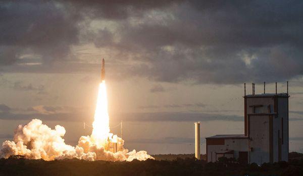 法属圭亚那:阿丽亚娜火箭成功发射两颗通信卫星