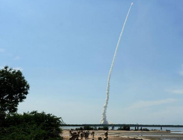 印度一枚火箭发射20颗卫星 创下该国新纪录