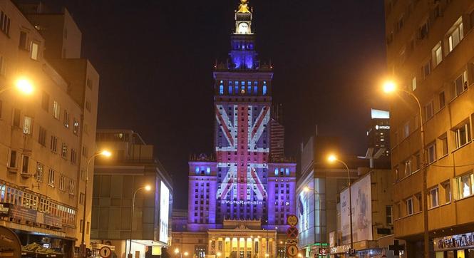 波兰科学文化宫亮灯投射米字旗 支持英国留欧