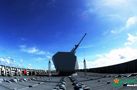 052D驱逐舰前甲板超猛画面