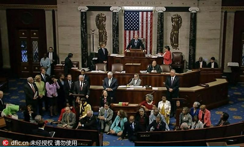 美国民主党议员静坐示威 呼吁表决限枪法案