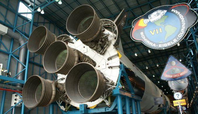 美国阿波罗计划遗留的火箭将展出 已风吹日晒40年