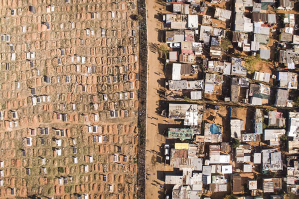 """航拍展现南非""""贫富线"""":两边差异巨大"""