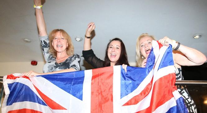 英国退欧成定局 脱欧支持者大肆欢庆