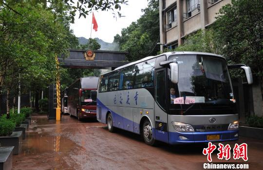 重庆监狱因暴雨围墙隔离网垮塌 千余罪犯被转移