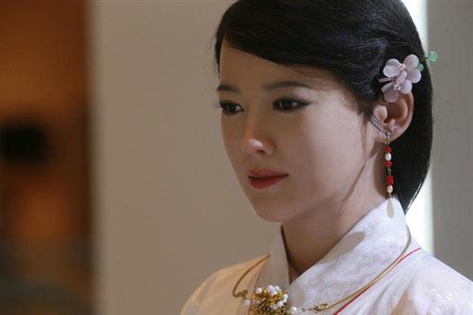 古色古香 穿汉服的中国最美女机器人亮相